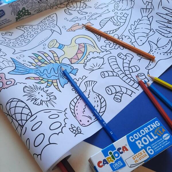 Consigli per la valigia perfetta di Ferragosto: non dimenticare di infilarci almeno un Coloring roll! Fate spazio tra costumi e secchielli, per portare con sé il passatempo più divertente di tutti basta giusto un angolino!  #cariocaitalia #cariocacreatetolearn #pennarelli #cartoleriafelice #stationery #coloringisfun #coloringismagic #cancelleria #giochicreativi #bimbifelici #colorare #giochiestivi