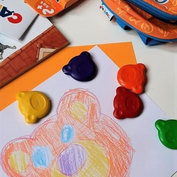 Teddy, il migliore amico dei più piccini: li prende per mano e li guida nel mondo dei colori e delle emozioni.  #CariocaItalia #CariocaBaby #TeddyCrayons #pastellicarioca #cartoleria #stationery #colorare #cartoleriafelice #giochieducativiecreativi #colorare #bimbifelici #bambinicreativi